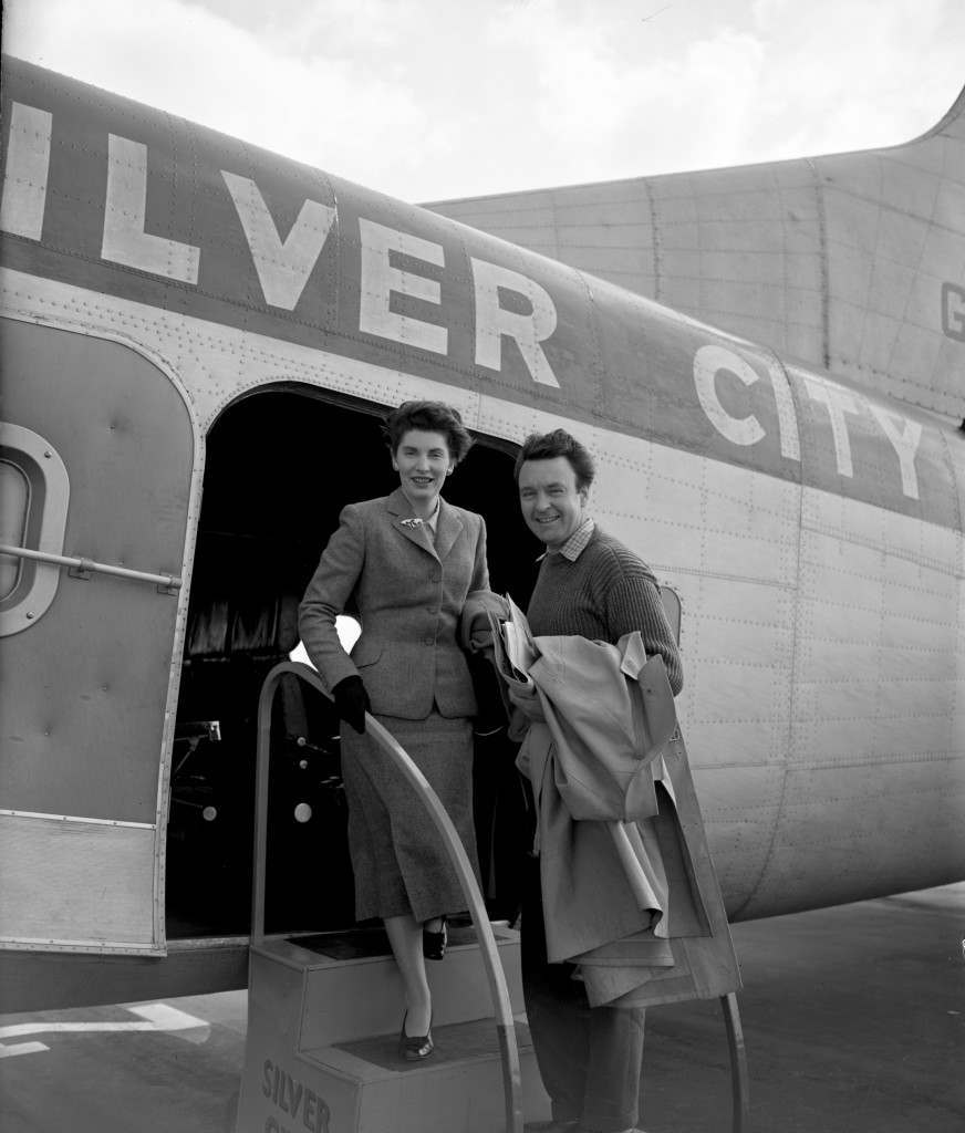 British actor Donald Sinden with his wife Diana. They are flying to Le Touquet, before driving to Cannes for the film festival. Ref #: PA.20805634  Date: 30/04/1956