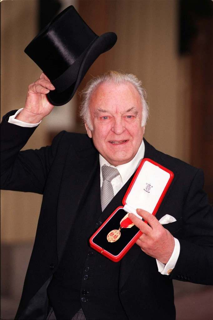 Actor Sir Donald Sinden  at Buckingham Palace today (Tuesday) where he received his Knighthood from the Queen. Photo by John Stillwell. See PA Story ROYAL Investiture. WPA ROTA. ... INVESTITURE Sinden ... 09-12-1997 ... LONDON ... Photo credit should