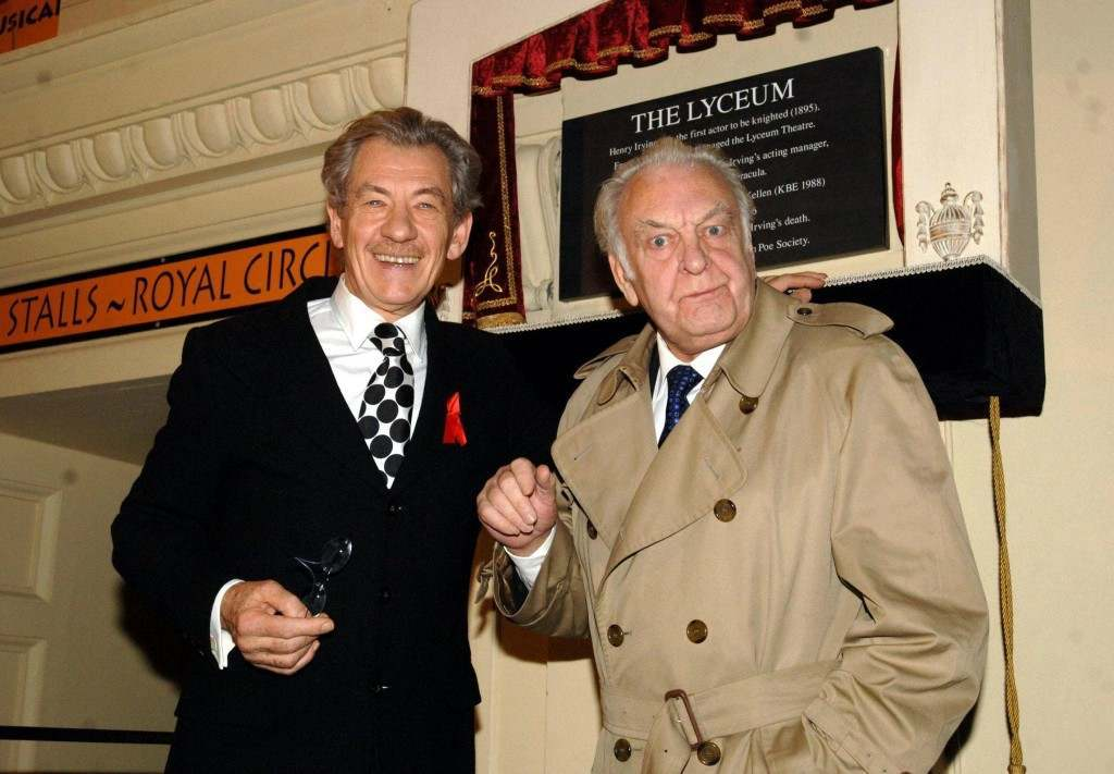 Sir Ian McKellen (L) and Sir Donald Sinden unveil a plaque at the Lyceum Theatre, central London, to mark the centenary of the death of Britian's first theatrical knight, Sir Henry Irving, Monday 13 February 2006.
