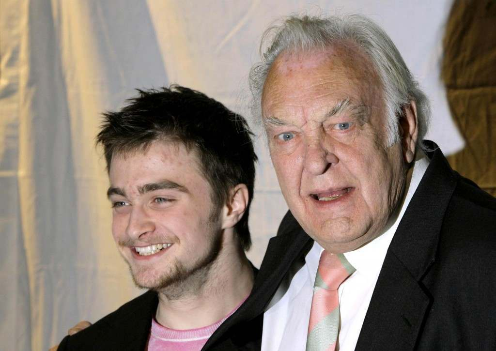 Sir Donald Sinden (right) and Daniel Radcliffe during a photocall at the STR Theatre Book Prize at The Theatre Museum in Covent Garden, central London. Picture date: Thursday 12 April 2007. Photo credit should read: Yui Mok/PA Wire Date: 12/04/2007