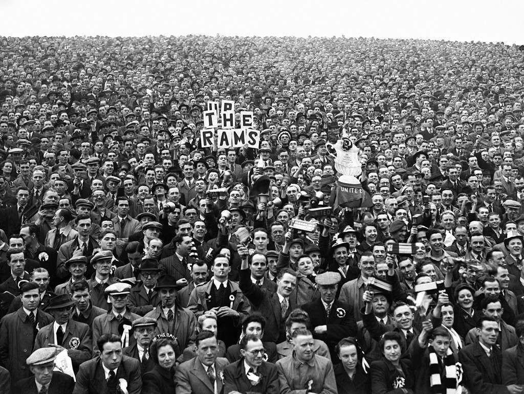 Soccer - FA Cup Semi-Final - Manchester United v Derby County - Hillsborough - 1948 Spectators watching the FA Cup semi final between Manchester United and Derby. Ref #: PA.5482202  Date: 13/03/1948
