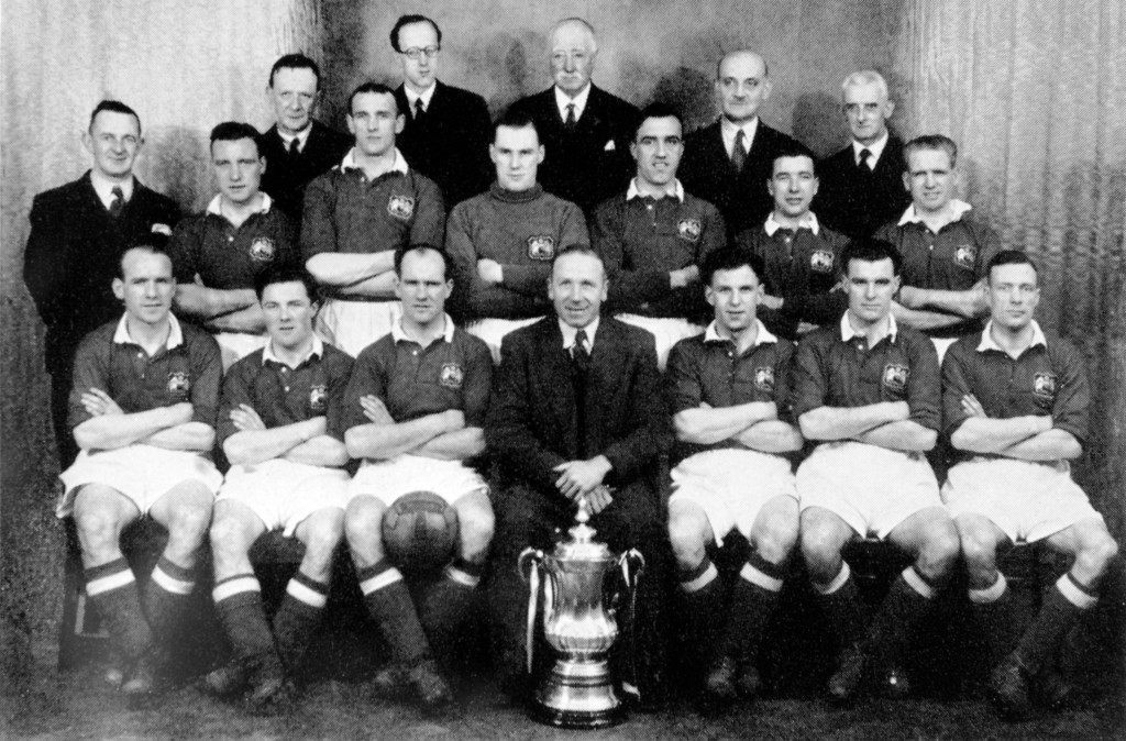 Manchester United's FA Cup winning team: (back row, l-r) John Anderson, Allenby Chilton, Jack Crompton, John Aston, Henry Cockburn, ? ; (front row, l-r) Jimmy Delaney, Johnny Morris, Johnny Carey, manager Matt Busby, Jack Rowley, Stan Pearson, Charlie Mitten Ref #: PA.684906  Date: 24/04/1948