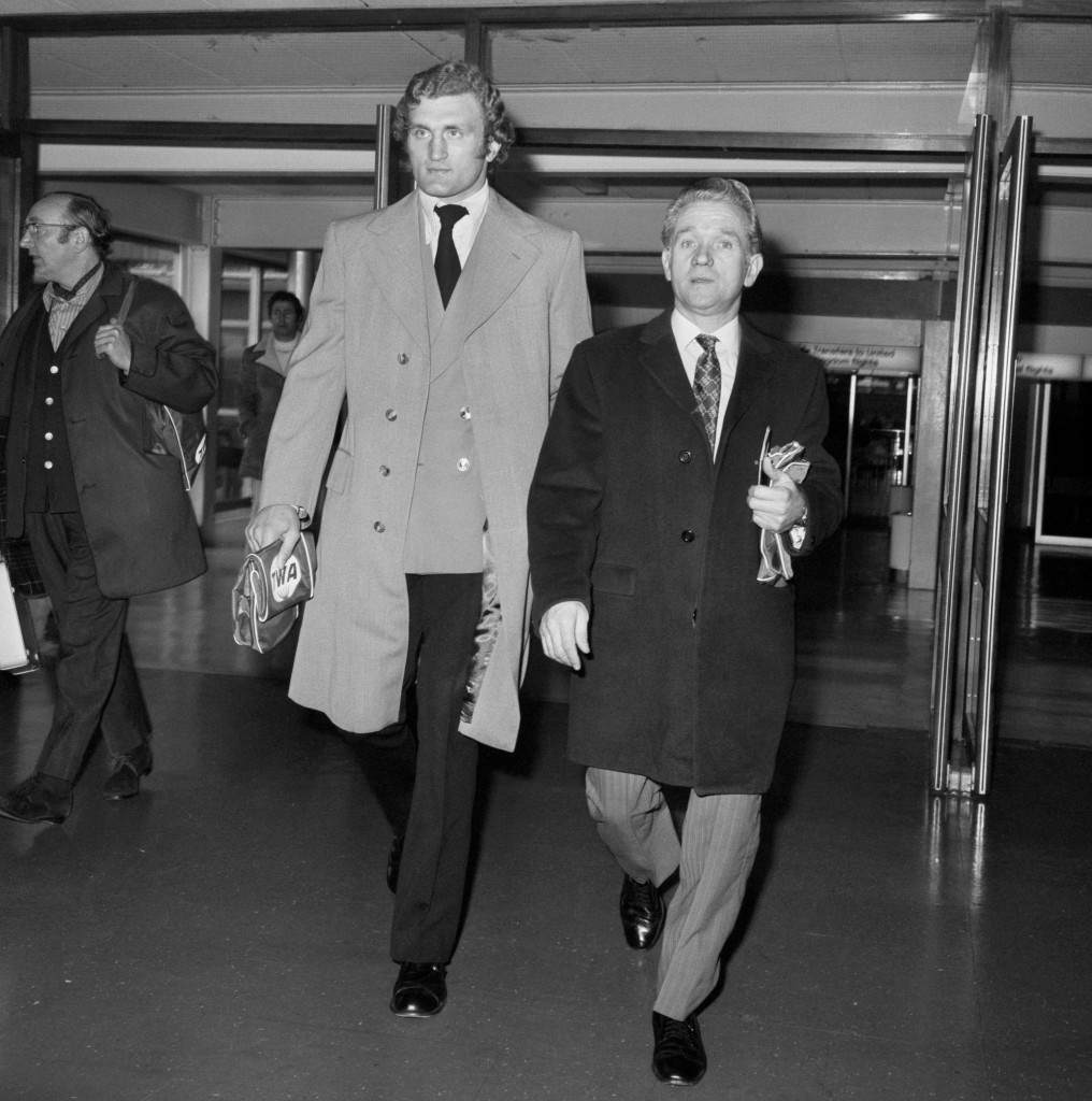 British heavyweight Joe Bugner (l) and his manager Andy Smith (r) at Heathrow Airport where they will fly out to America to meet Muhammad Ali to arrange a fight in February 1973. That fight did take place with Muhammad Ali winning on points after 12 rounds. Archive-PA159739-1 Ref #: PA.10254128  Date: 10/12/1972