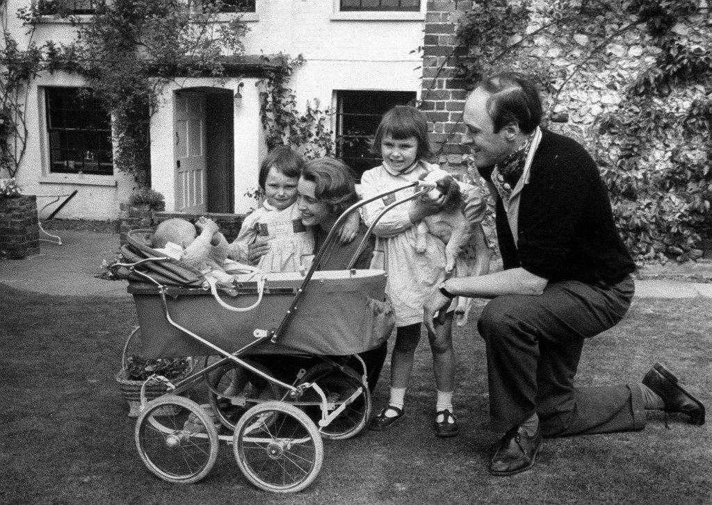 A family photograph of the children's author Roald Dahl, with his wife Patricia Neal, and children Olivia (right) Tessa, and Theo (in pram). 13th SEPTEMBER: Roald Dahl was born on this day in 1916. Ref #: PA.1172975  Date: 01/01/1961