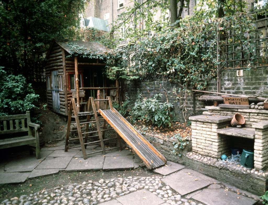 The garden at the Victorian terrace house where Prince William attended Jane Mynors' nursery school in London Ref #: PA.1233461  Date: 24/09/1985