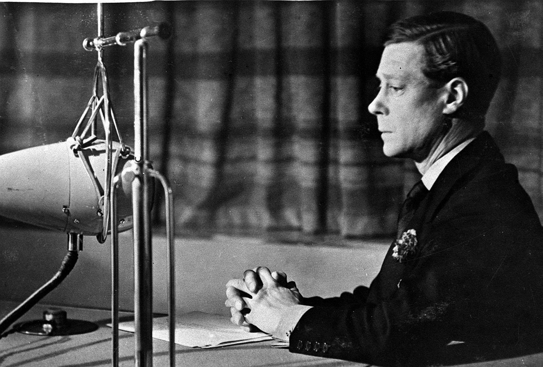 On this Day in History - King Edward VIII tells Prime Minsiter Satnley baldwin that he intends to marry the American divorcee Wallace Simpson. This photo is of the King announcing his intentions to Abdicate the throne so he could marry Wallace Simpson. 13/11/1936