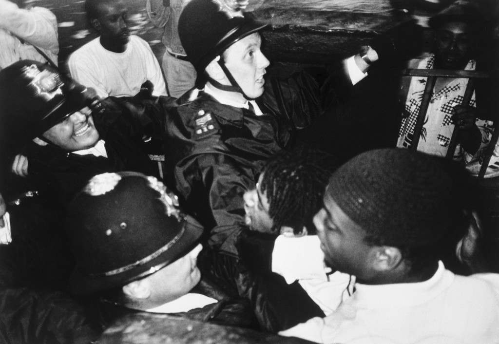 Police struggle with youths during violence which flared at the end of the Notting Hill Carnival in London. Archive-pa233433-5 Ref #: PA.16395640  Date: 29/08/1989