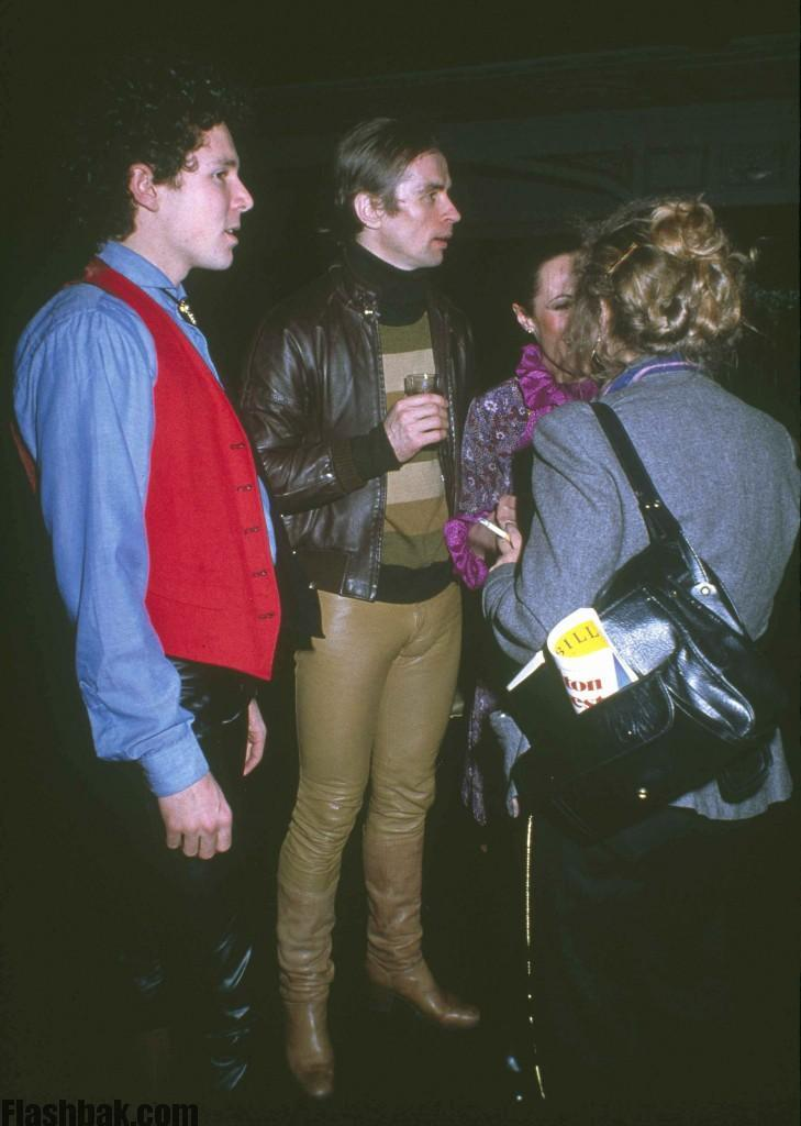 allet star Rudolph Nureyev, center in brown leather pants, chats with unidentified friends at New York's Studio 54, March 1979. (AP Photo)
