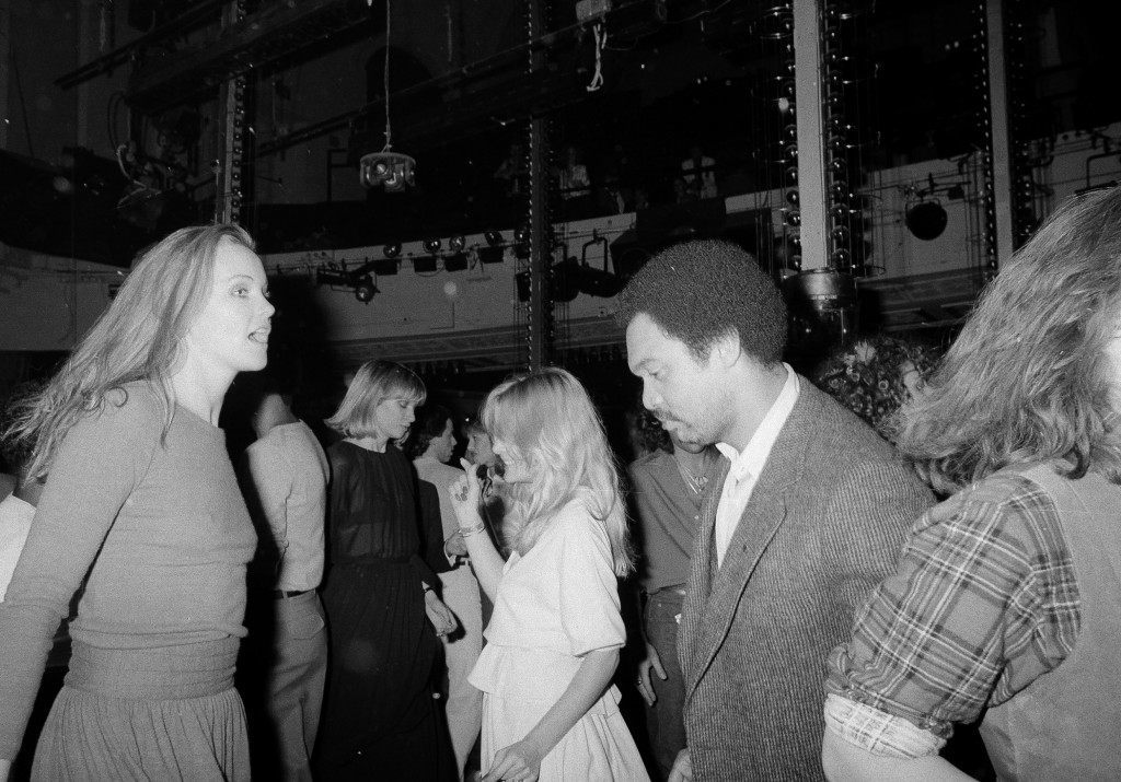 New York Yankees' Reggie Jackson dances the night away with companion Lisa Ryall, who identified herself as a New York model, at New York's Studio 54, Oct. 19, 1978. (AP Photo) Ref #: PA.17642637 Date: 19/10/1978