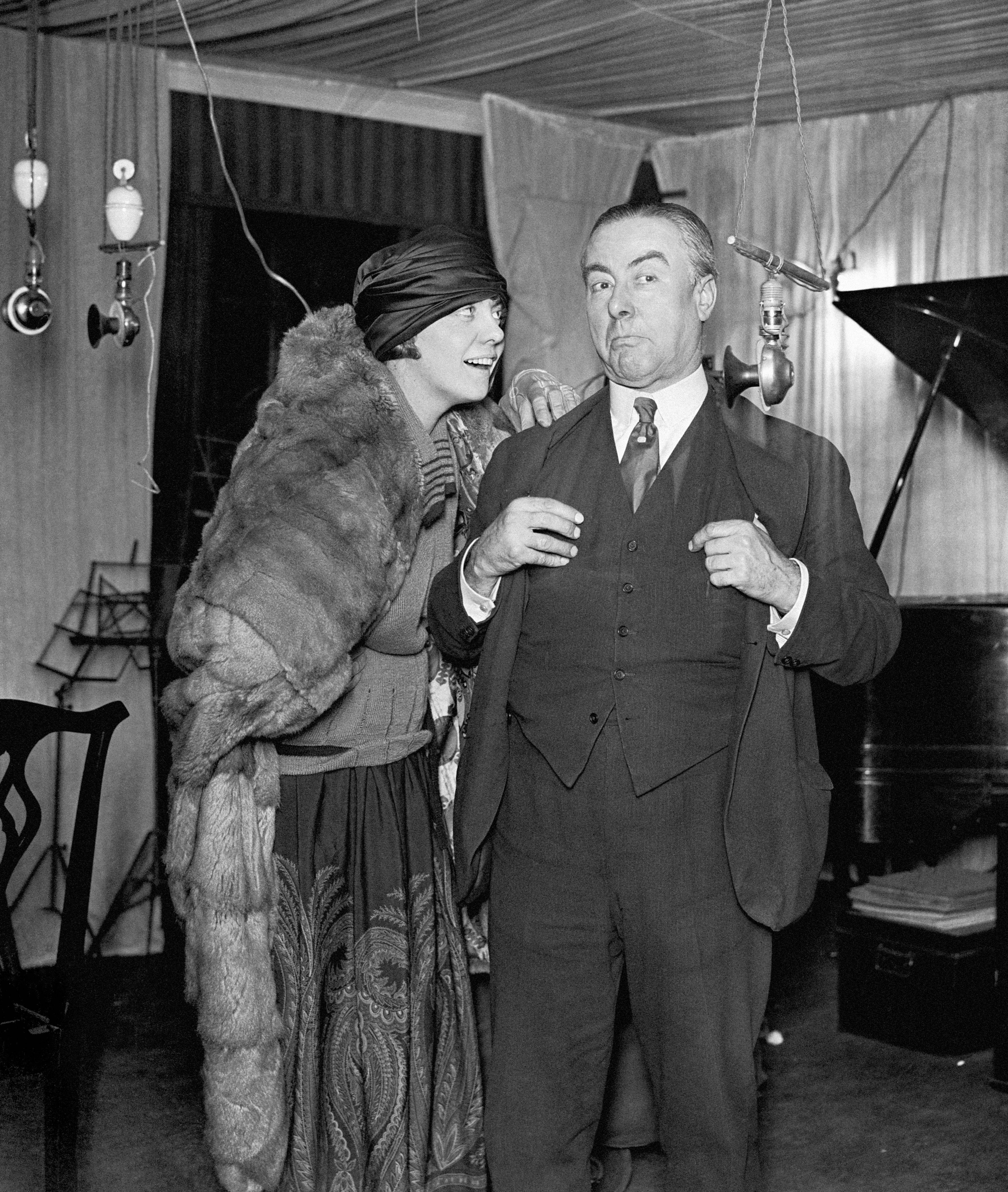 "George Robey and Alma Adair giving a wireless rehearsal from the Covent Garden Review ""You'd be surprised"" 18/01/1923"