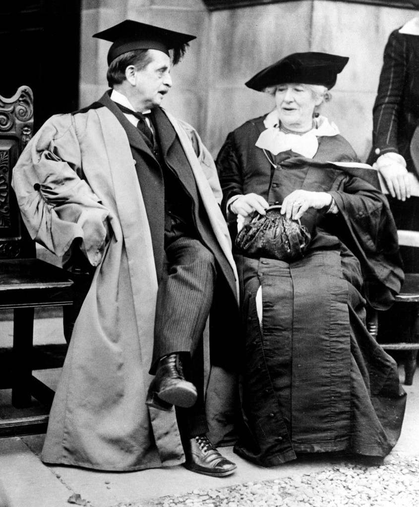 Sir J. M. Barrie with Ellen Terry at St. Andrews University. Ref #: PA.2107626  Date: 01/01/1922