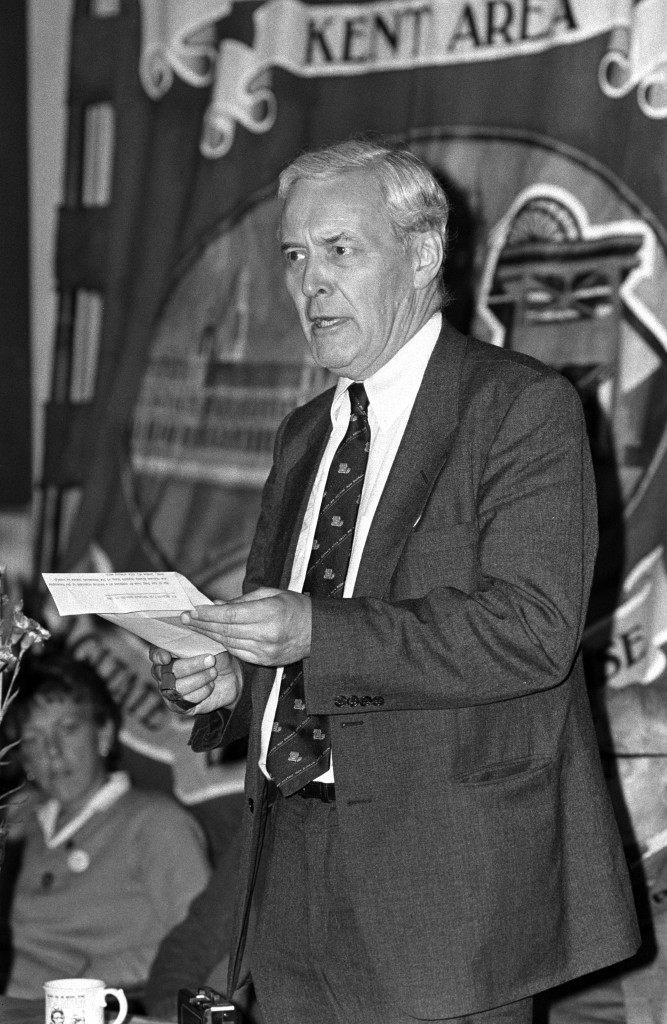 Labour MP for Chesterfield, Tony Benn addresses a meeting and rally at Notting Hill, London when he called for total support from the Lbouir movement for the miners in their fight. Ref #: PA.2879259  Date: 25/10/1984