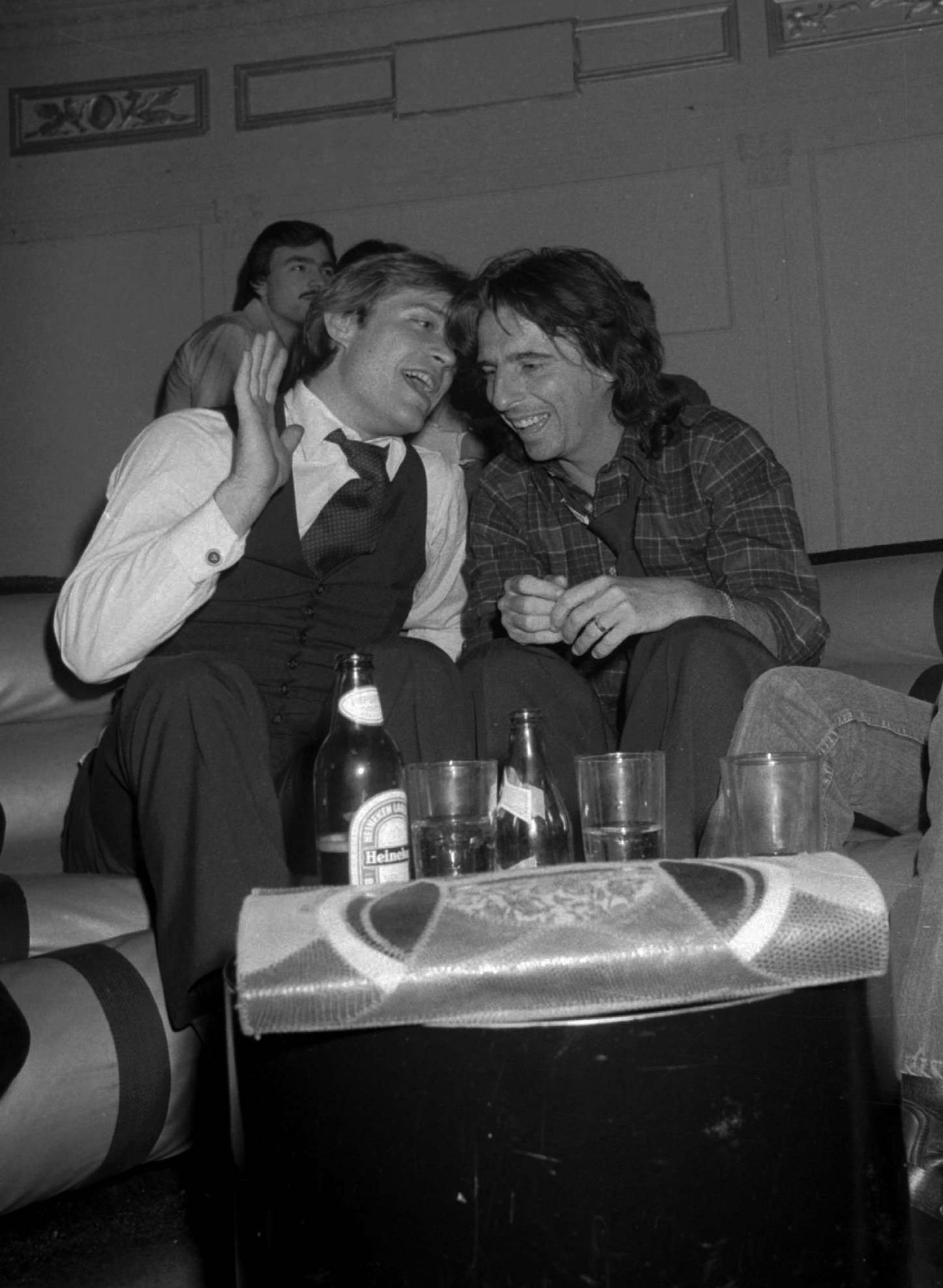 Jack Ford, left, son of former President Gerald Ford, talks with singer Alice Cooper at New York's Studio 54 on February 16, 1978. Twenty years later, Jack Ford s back on the national scene and he s helping plan another party. This summer's Republican National Convention in his adopted hometown of San Diego.(AP Photo) Ref #: PA.4933766   Date: 16/02/1978