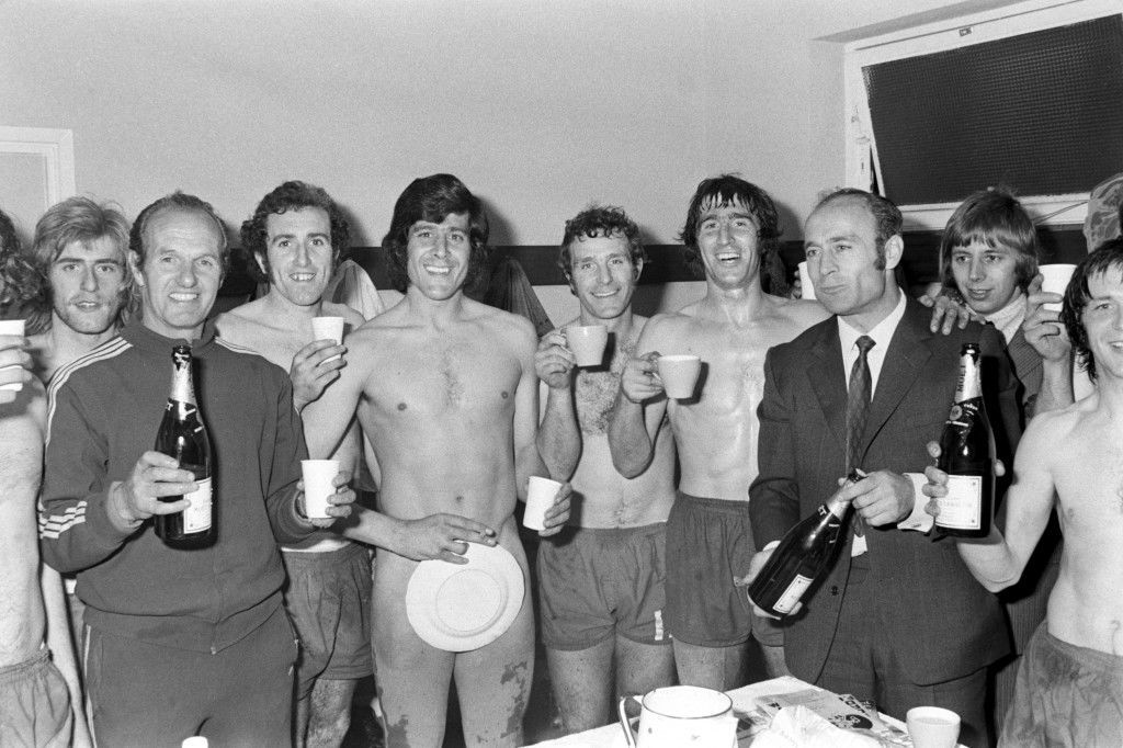 Soccer - Football League Division Two - Watford v Norwich City Norwich City celebrate winning the Second Division Championship in the dressing room: (l-r) Graham Paddon, trainer, Doug Livermore, Kevin Keelan, Terry Anderson, Duncan Forbes, manager Ron Saunders, Trevor Howard NULL Ref #: PA.692717  Date: 29/04/1972