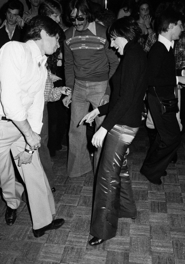 Actress Liza Minnelli teases an unidentified man about his shoes as they meet on the dance floor at New York's Studio 54 at night on Saturday, Nov. 19, 1977. Liza declined the opportunity to dance with the man because of his shoes. (AP Photo/ Richard Drew) Ref #: PA.7310898 Date: 19/11/1977