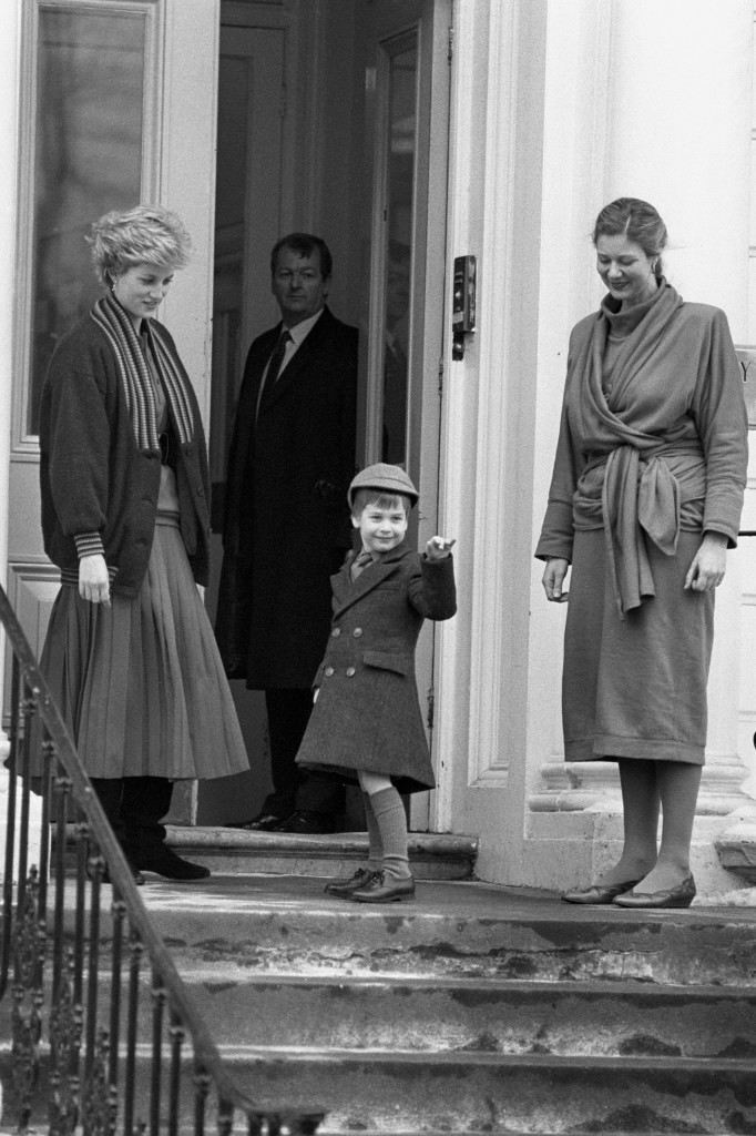Four year old Prince William waves at onlookers before his first day at Wetherby School in Notting Hill Gate, London. He is watched by his mother the Princess of Wales and headmistress Frederika Blair Turner. Ref #: PA.8429494  Date: 15/01/1987