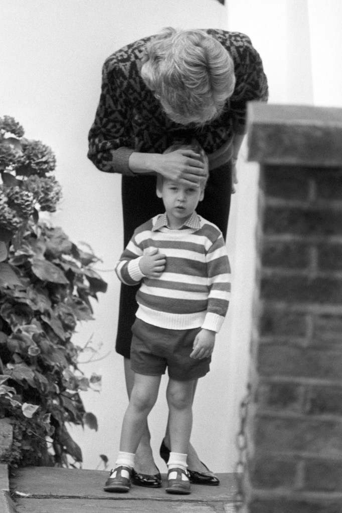 The Princess of Wales and Prince William on arrival at the kindergarten in Notting Hill Gate, London, for his first day at school. Ref #: PA.8429543  Date: 23/09/1985