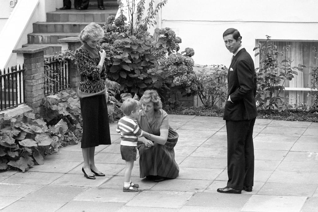 Royalty - Prince William Nursery School - Notting Hill Gate, London The Prince and Princess of Wales with Prince William on arrival at the kindergarten in Notting Hill Gate, London, for his first day at school. Ref #: PA.8429544  Date: 23/09/1985