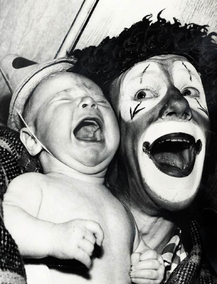 ODD BIZARRE STRANGE WEIRD CREEPY CRAZY FREAKY Circus Clown Creepy VINTAGE PIC