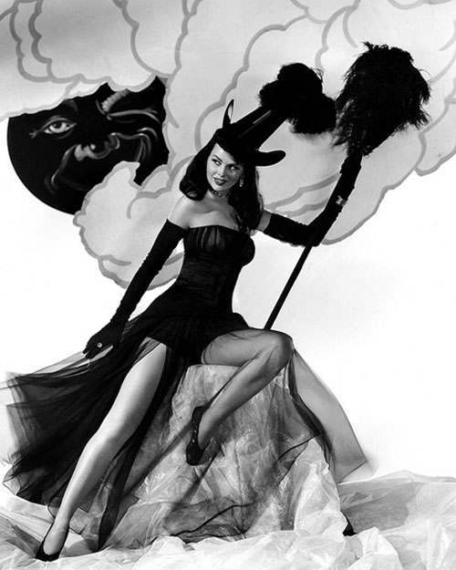 Sexy Witches Vintage Halloween Pin Up Girls