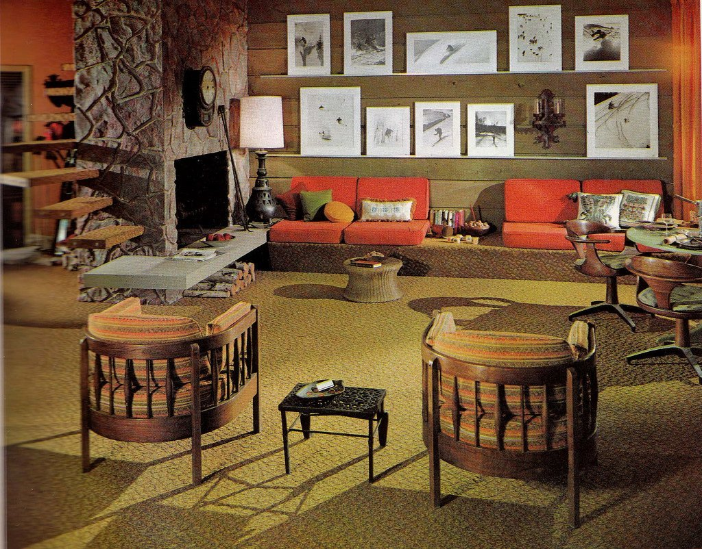 Groovy interiors 1965 and 1974 home d cor for Vintage living room decor
