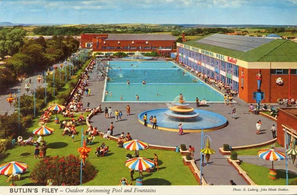 Butlins Filey Outdoor Swimming Pool Fountains Flashbak