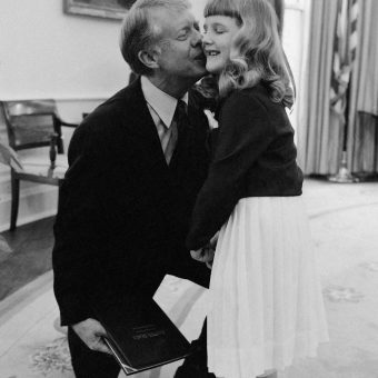 Famous People Kissing 1970-1980