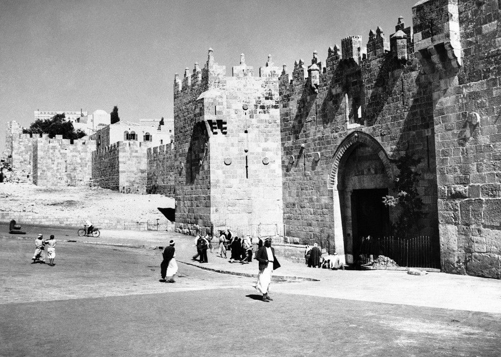 Palestine has been the scene of much death and destruction during the past two years, consequent on the conflict between Arab and Jew, and Jerusalem the holy city has not escaped from scenes of violence. The famous Damascus gate of Jerusalem, scene of many incidents that have affected the history of Jerusalem and Palestine on Jan 18, 1939. This leads from the new city to the old quarter and is regarded by both factions as of strategic importance. (AP Photo) Ref #: PA.11140507 Date: 18/01/1939