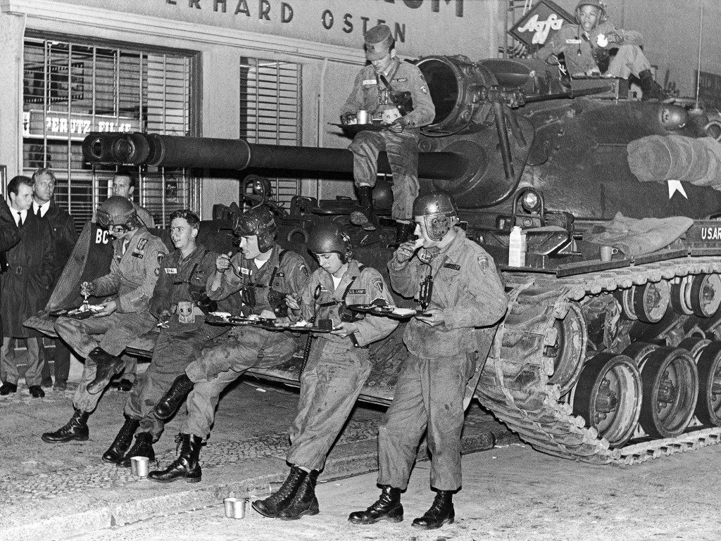 US soldiers sitting on a tank eat their lunch at the Friedrich Strasse border checkpoint on October 27, 1961 in Berlin, Germany. (AP Photo/Kurt Strumpf) Ref #: PA.11324459 Date: 27/10/1961