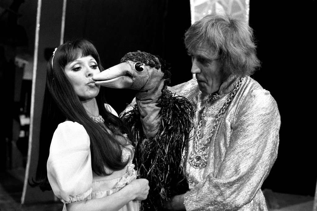 Susan Maughan, receiving a kiss from Emu, with Rod Hull, at London's Shaftesbury Theatre where they are starring in Emu in Pantoland. 17/3/99 Rod Hull has died.  Ref #: PA.1173065  Date: 17/12/1976