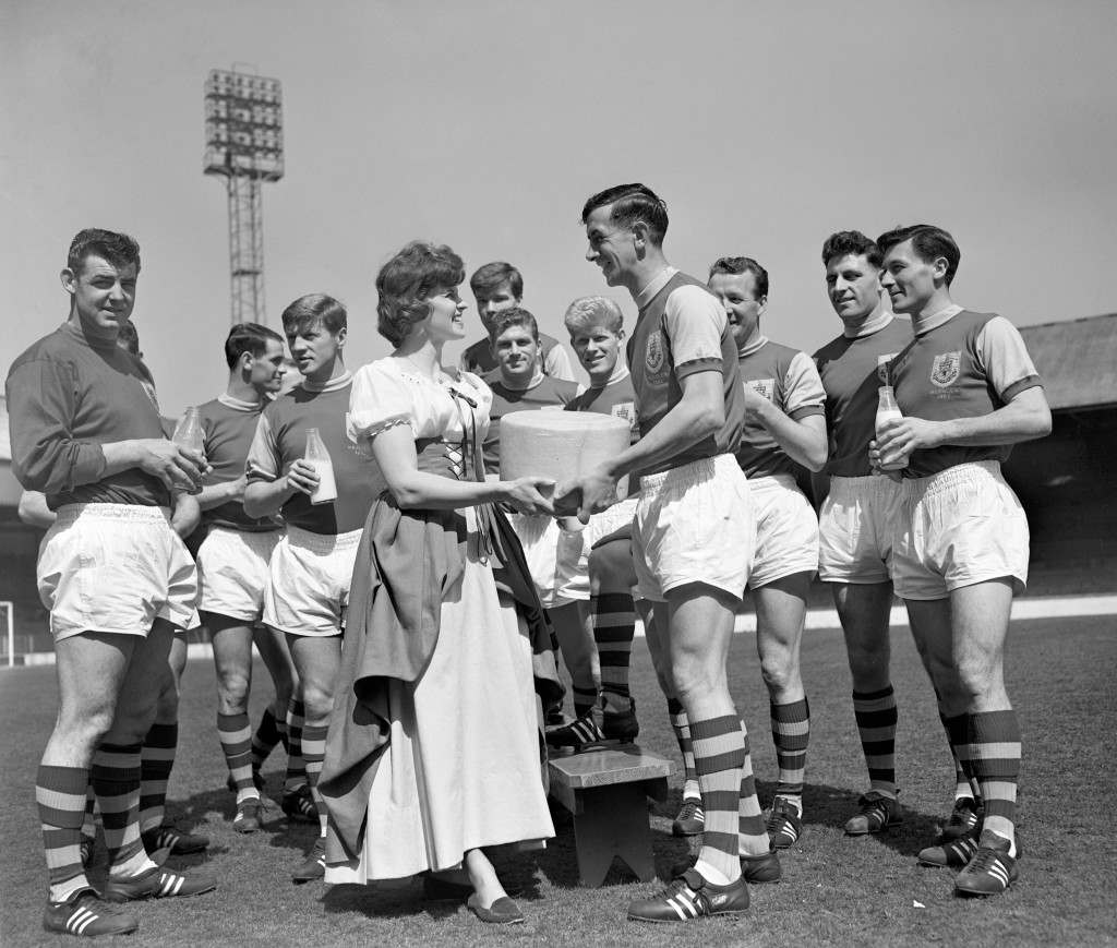 English Cheese maiden Pat Roberts presents a 40lb cheese to Burnley captain Jimmy Adamson. Ref #: PA.12030540  Date: 02/05/1962