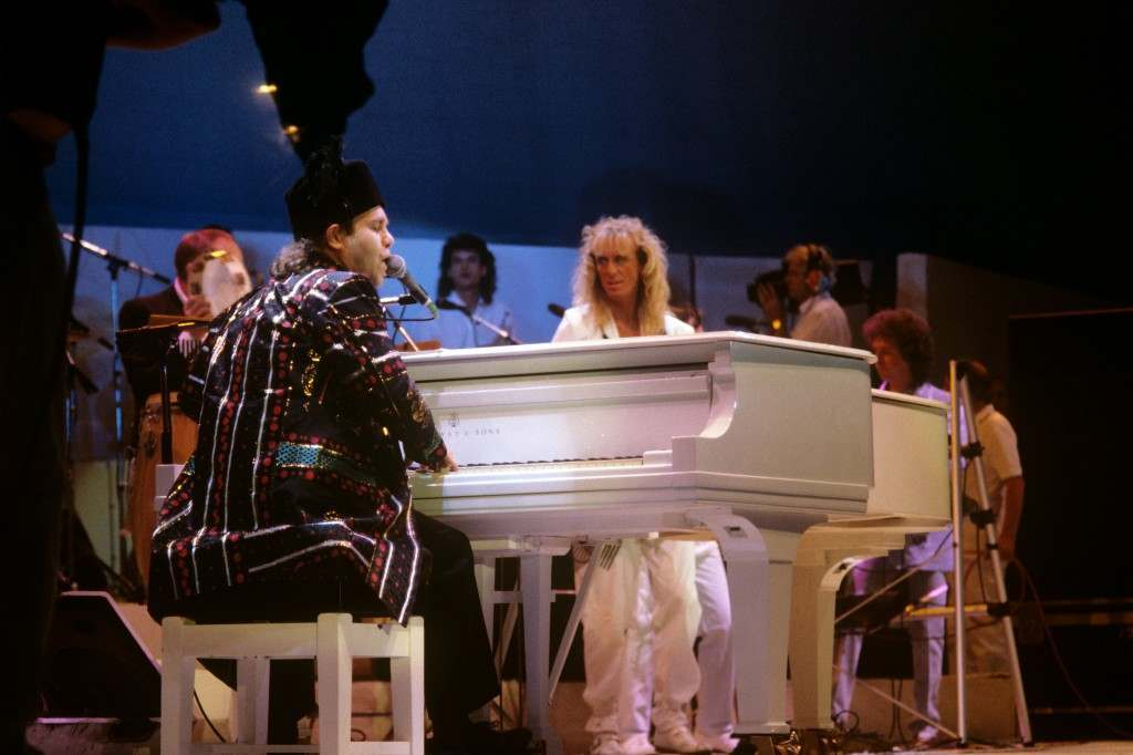 Elton John at the piano during the Live Aid Concert. PA-12157549