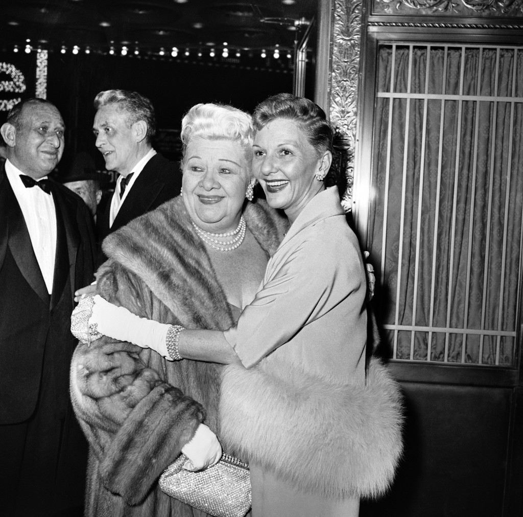 "Sophie Tucker, left, and Mary Martin, long-time friends in show business, greet each other at premiere of ""The Young Lions"" at New York's Paramount Theater, April 2, 1958. The actress were among the celebrities of stage and screen and the entertainment world who turned out for the premiere. (AP Photo/Matty Zimmerman) Ref #: PA.12521921"