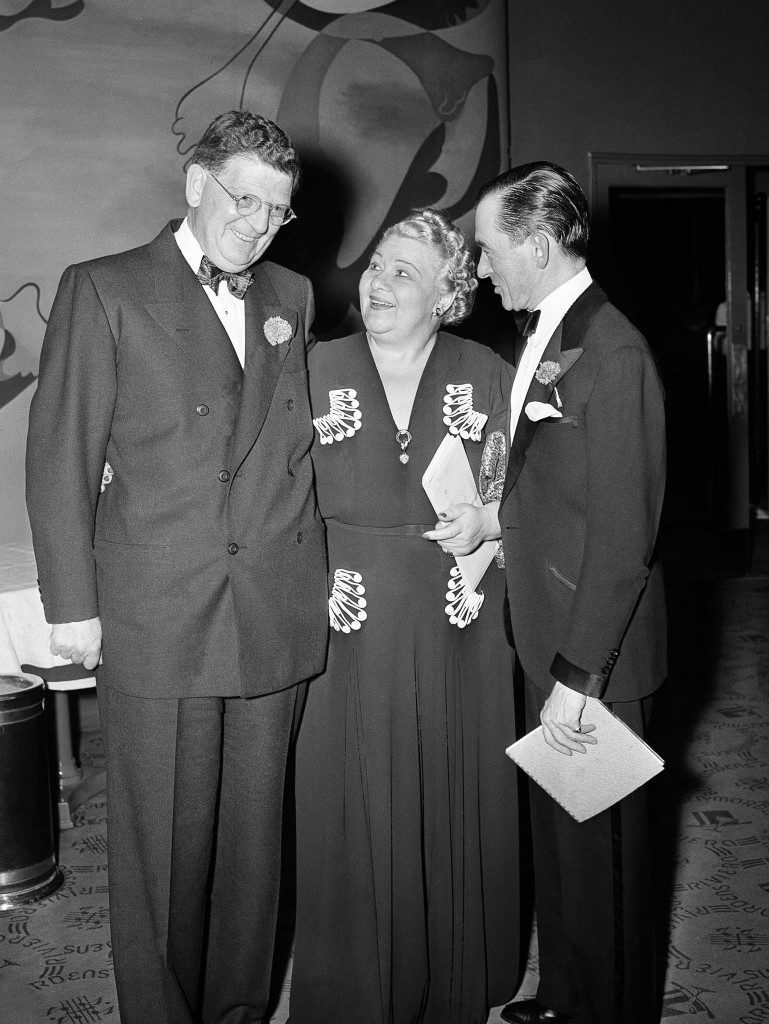 Mayor Edward J. Kelly of Chicago, left, and Jimmy Walker, right, former mayor of New York, congratulate Sophie Tucker, famed entertainer in New York for the singer's help in sponsoring the Actors Fund benefit, Sept. 29, 1940. (AP Photo) Ref #: PA.12578157  Date: 29/09/1940