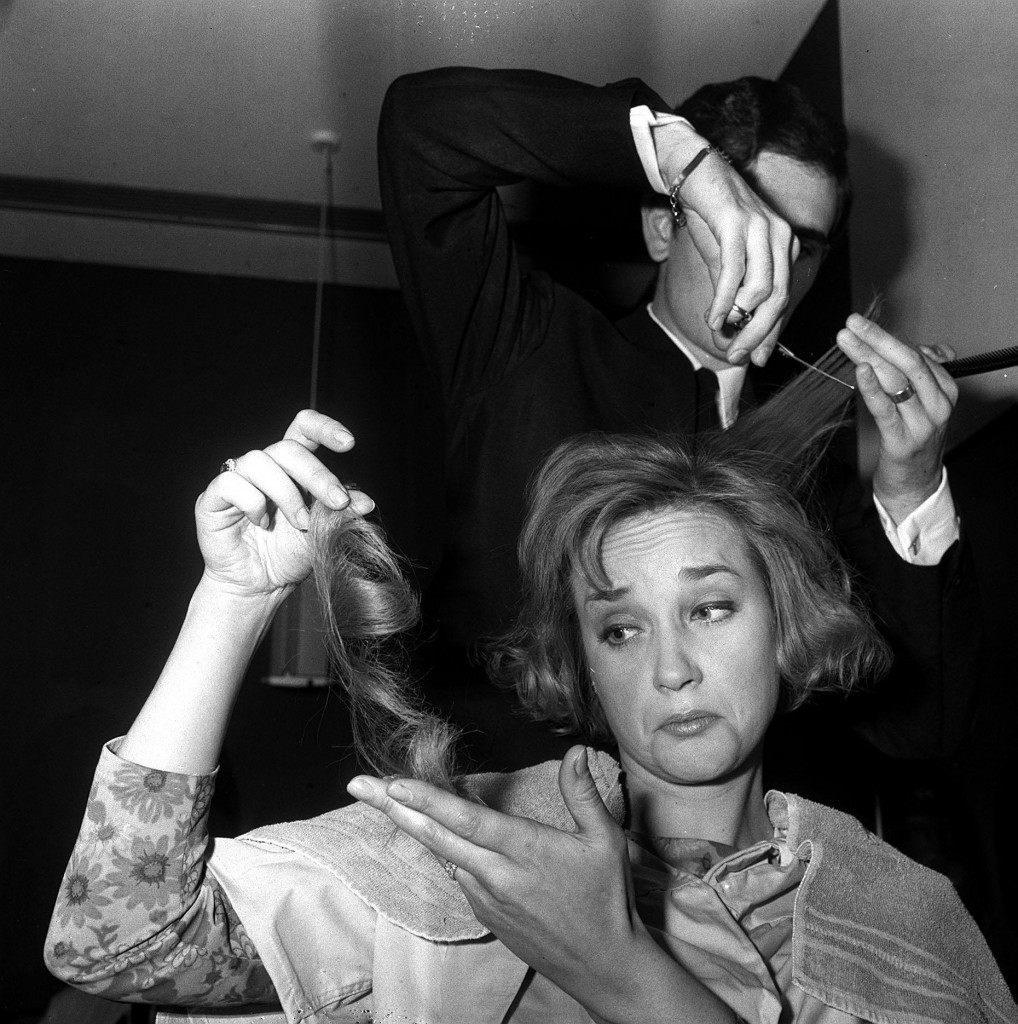 1965: Actress Sylvia Syms says goodbye to most of her hair as Roger, of Vidal Sassoon, prepares her for her appearance as this year's Peter Pan at the Scala theatre. The picture was taken at Grosvenor House. Ref #: PA.1485408  Date: 23/11/1965