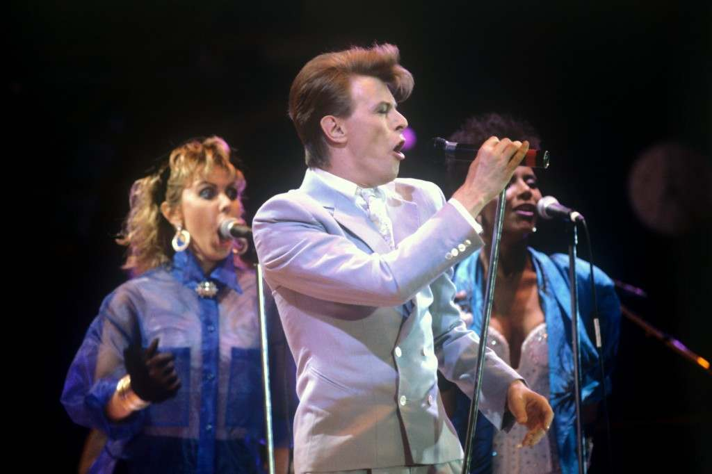 David Bowie performs on stage. The backing singer on the left is Tessa Niles.  David Bowie performs on stage. The backing singer on the left is Tessa Niles.