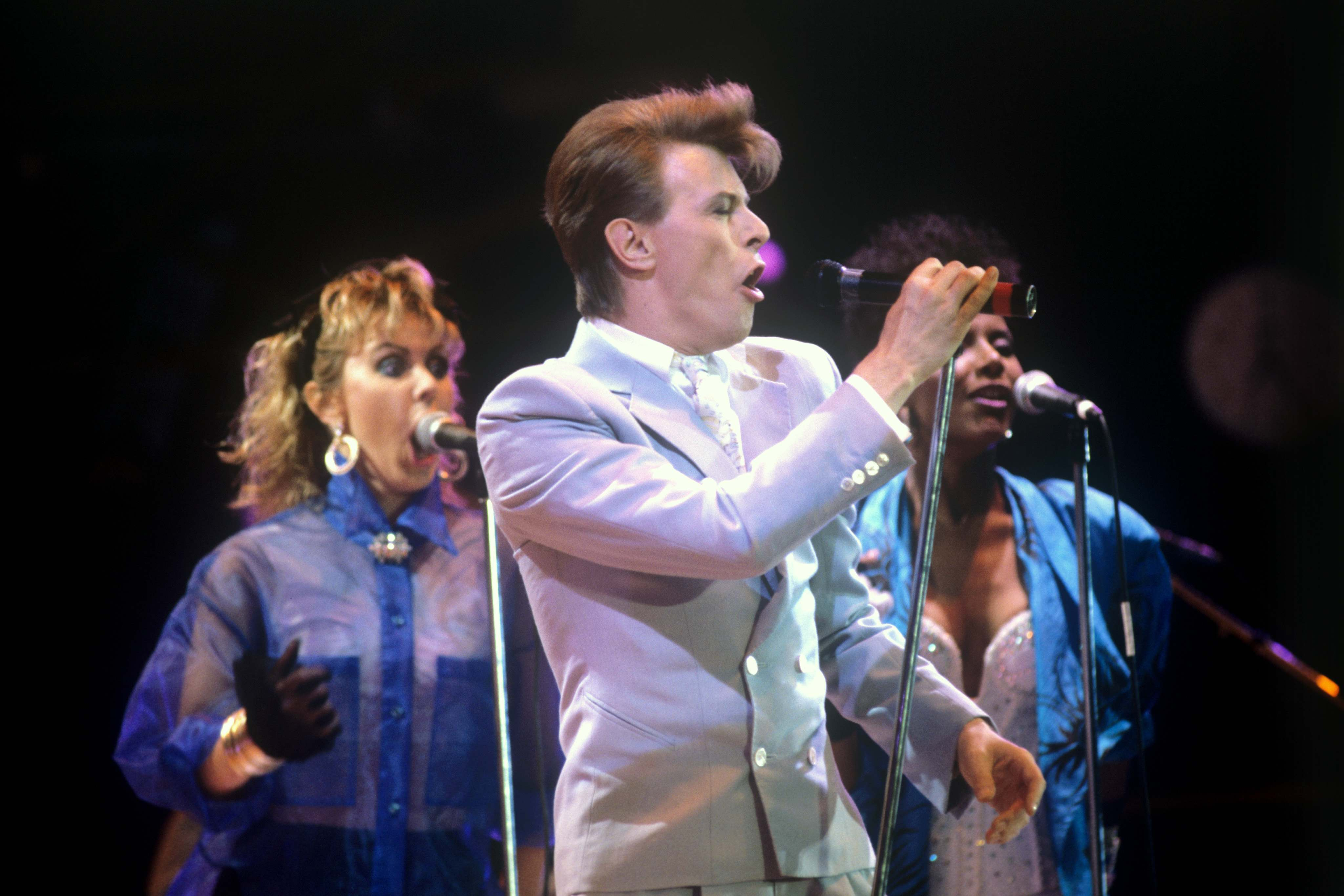 David Bowie - Heroes (Live Aid 1985) - YouTube |David Bowie 1985