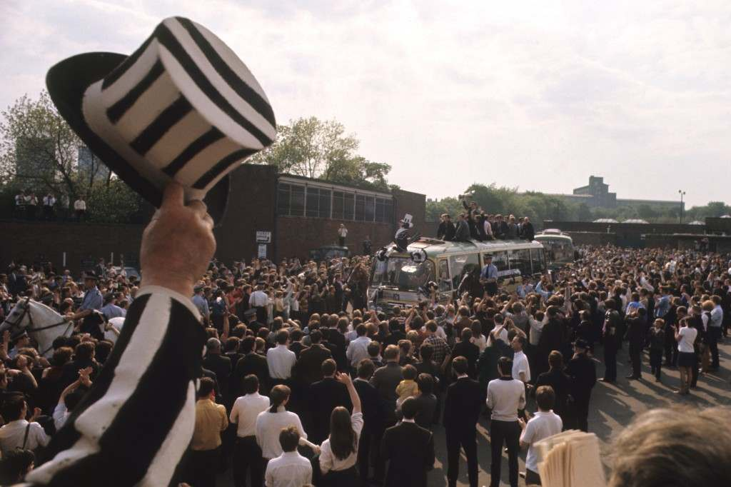 Soccer - Newcastle United Parade The Inter-Cities Fairs Cup - Newcastle Newcastle United fans applaud their team as they parade the Inter-Cities Fairs Cup on a bus through the streets of Newcastle. Archive-PRnewcastle-3 Ref #: PA.18757183  Date: 12/06/1969
