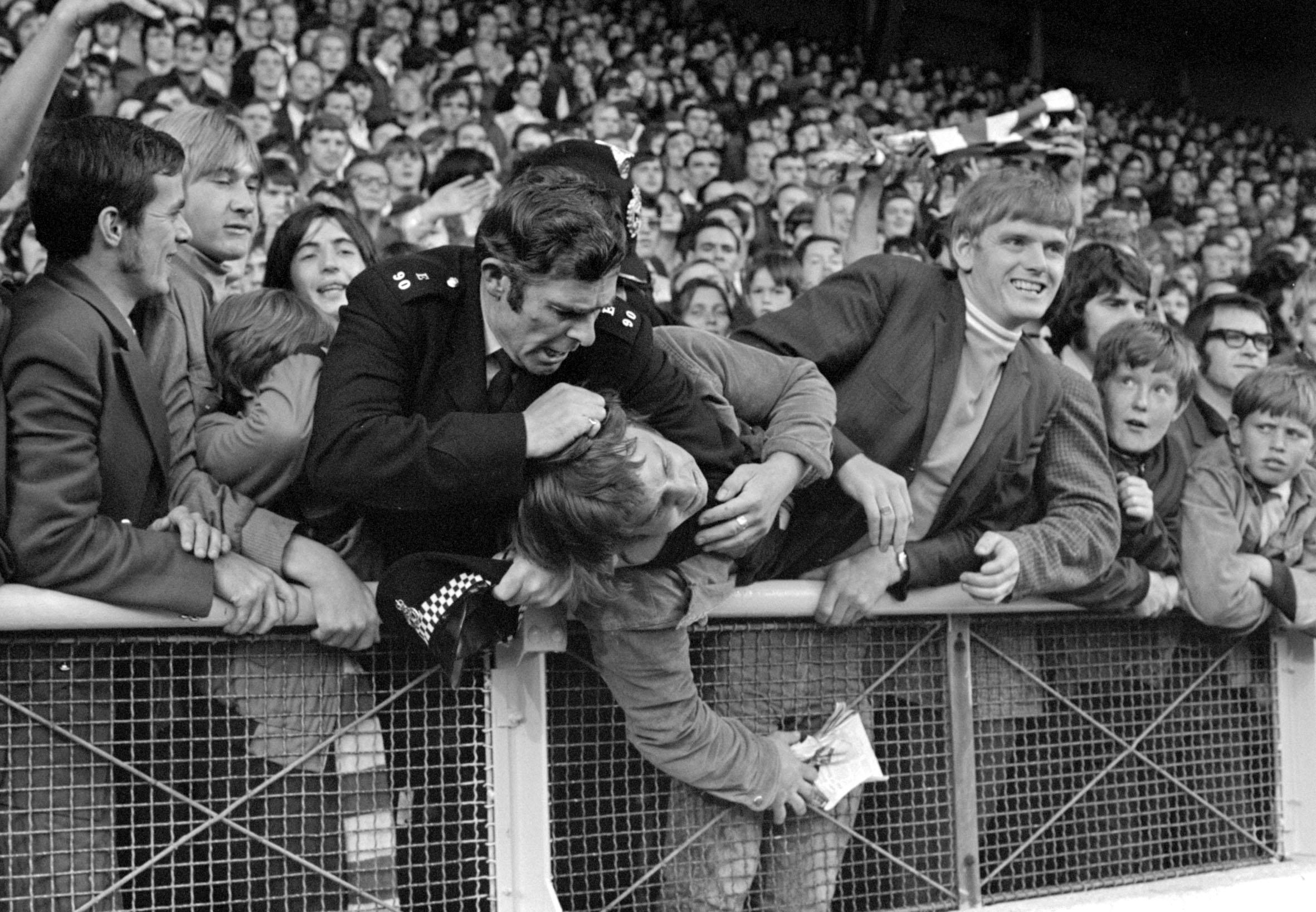 Faces In The Crowd Manchester United Fans 1948 1980
