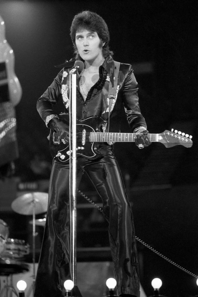 Pop singer Alvin Stardust performs at London Weekend Television's 'Saturday Scene' British Pop Awards at the Empire Pool, Wembley. Ref #: PA.21266299  Date: 16/11/1975