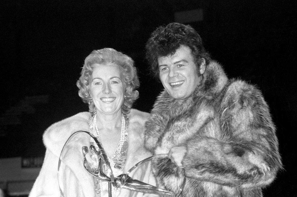 Singer Dame Vera Lynn presents pop star Gary Glitter with the Best Male Artist award at London Weekend Television's 'Saturday Scene' British Pop Awards concert. Ref #: PA.21268341  Date: 16/11/1975