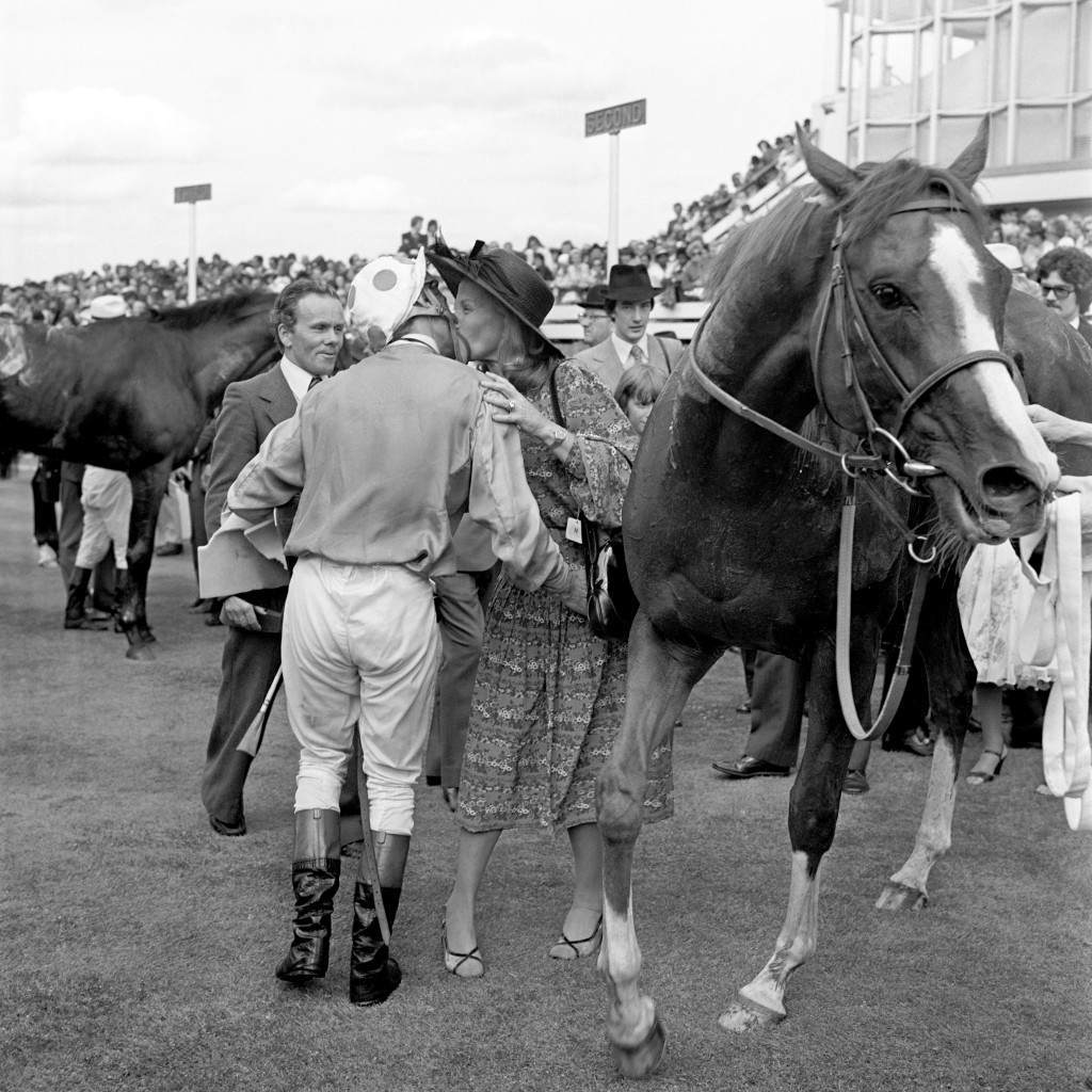 Horse Racing - King George VI and Queen Elizabeth Diamond Stakes - Ascot (L-R) Winning jockey Lester Piggott receives a congratulatory kiss from Jacqueline O'Brien, wife of trainer Vincent, after dismounting The Minstrel, who he rode to victory Ref #: PA.2425973  Date: 23/07/1977