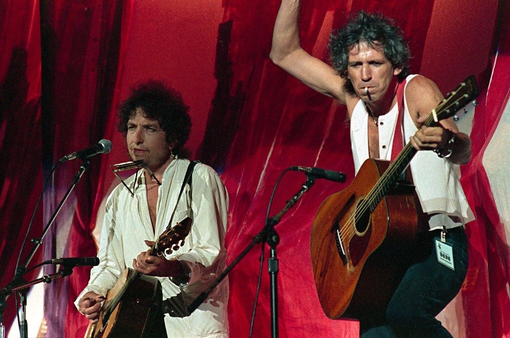 American singer-songwriter Bob Dylan,left, is joined onstage by Rolling Stones guitarist Keith Richards during Live Aid famine relief concert at JFK Stadium in Philadelphia.PA-2520859