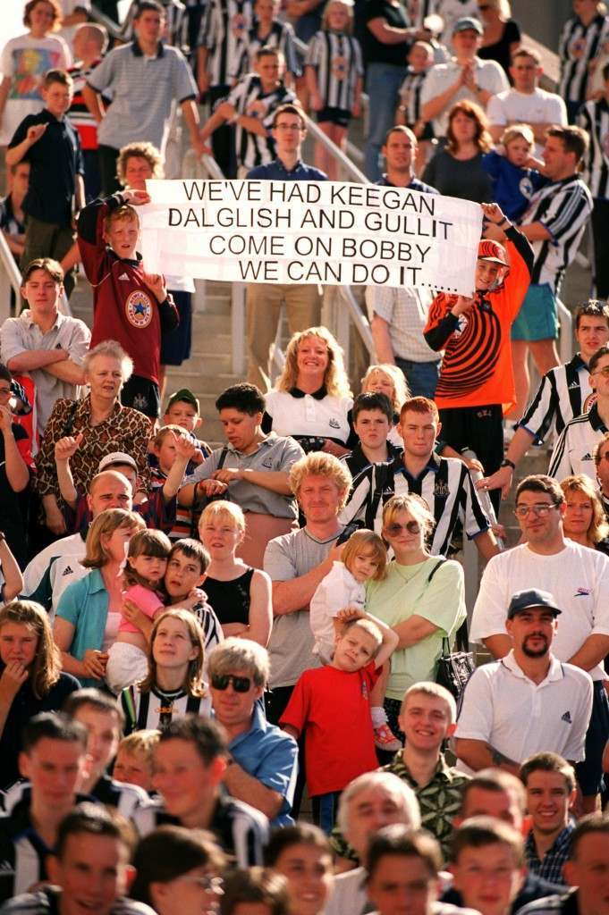 Newcastle United fans with a message for new boss Bobby Robson NULL Ref #: PA.342545  Date: 03/09/1999