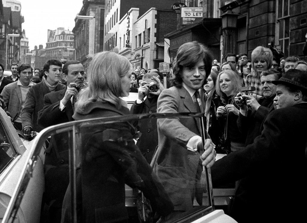 Mick Jagger of the Rolling Stones and actress Marianna Faithfull arrive for the resumed hearing of the case in which they have denied possessing cannabis resin. Ref #: PA.3506086  Date: 26/01/1970