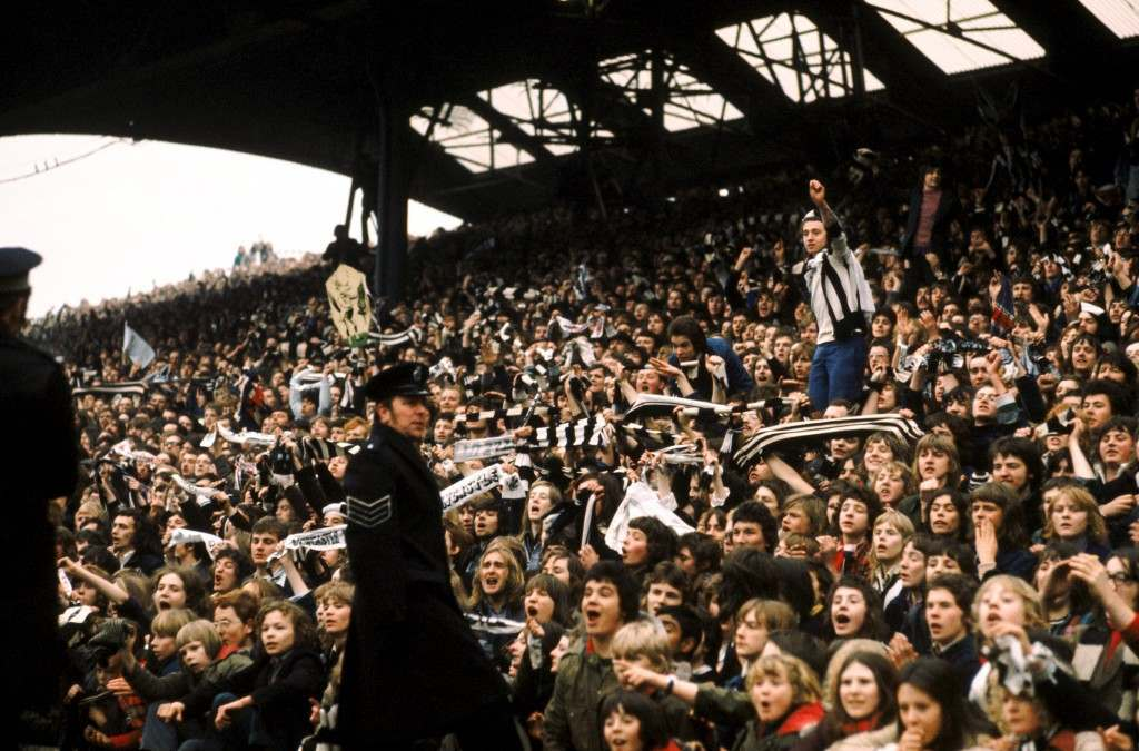 Newcastle United fans wait for the team to emerge with the Inter-Cities Fairs Cup, which they won by beating Ujpest Dozsa NULL Ref #: PA.352533  Date: 12/06/1969