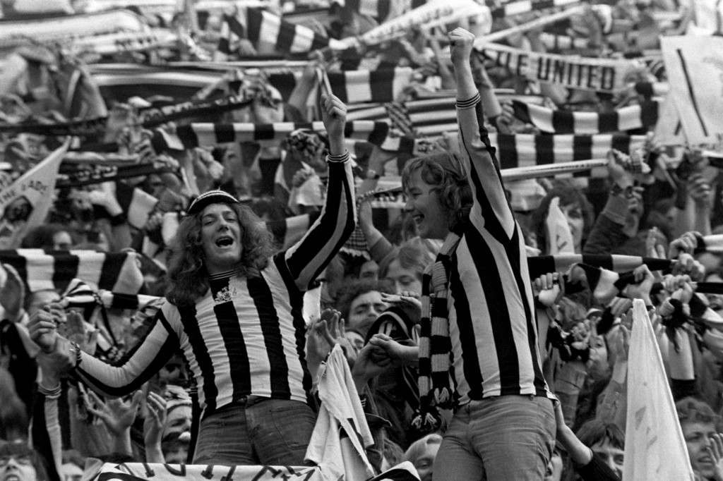 Soccer - FA Cup Final - Liverpool v Newcastle United Newcastle United fans get behind their team NULL Ref #: PA.389805  Date: 04/05/1974