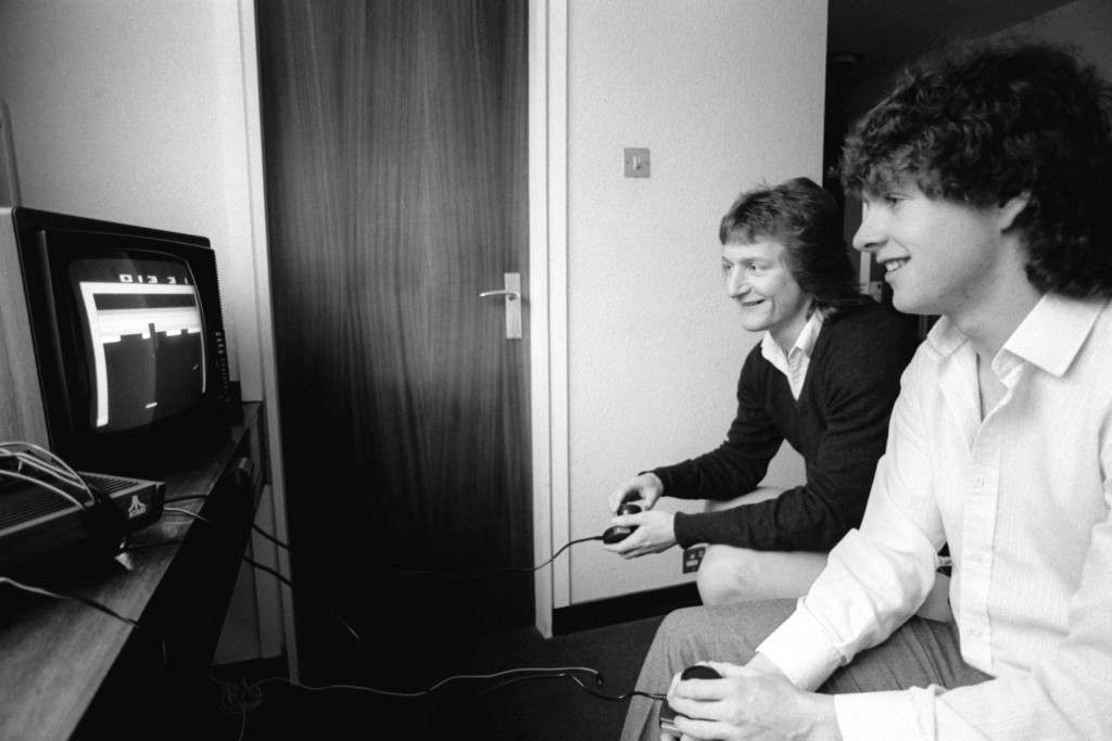 Soccer - Football League Division One - Wolverhampton Wanderers v Ipswich Town Ipswich Town's Eric Gates and Kevin O'Callaghan enjoy a game of TV tennis in their hotel on the morning of the match. Ref #: PA.482315  Date: 27/02/1982