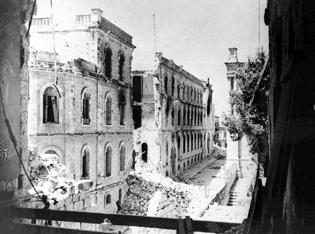 View of desolated Sulimans Way, in the old city of Jerusalem, Palestine, July 20, 1948, which forms a front line between the Arabs inside and Jewish forces outside the walls. Fierce fighting happened between the two forces following the expiry of a two-day truce. (AP Photo/Pringle) Ref #: PA.5736797 Date: 20/07/1948