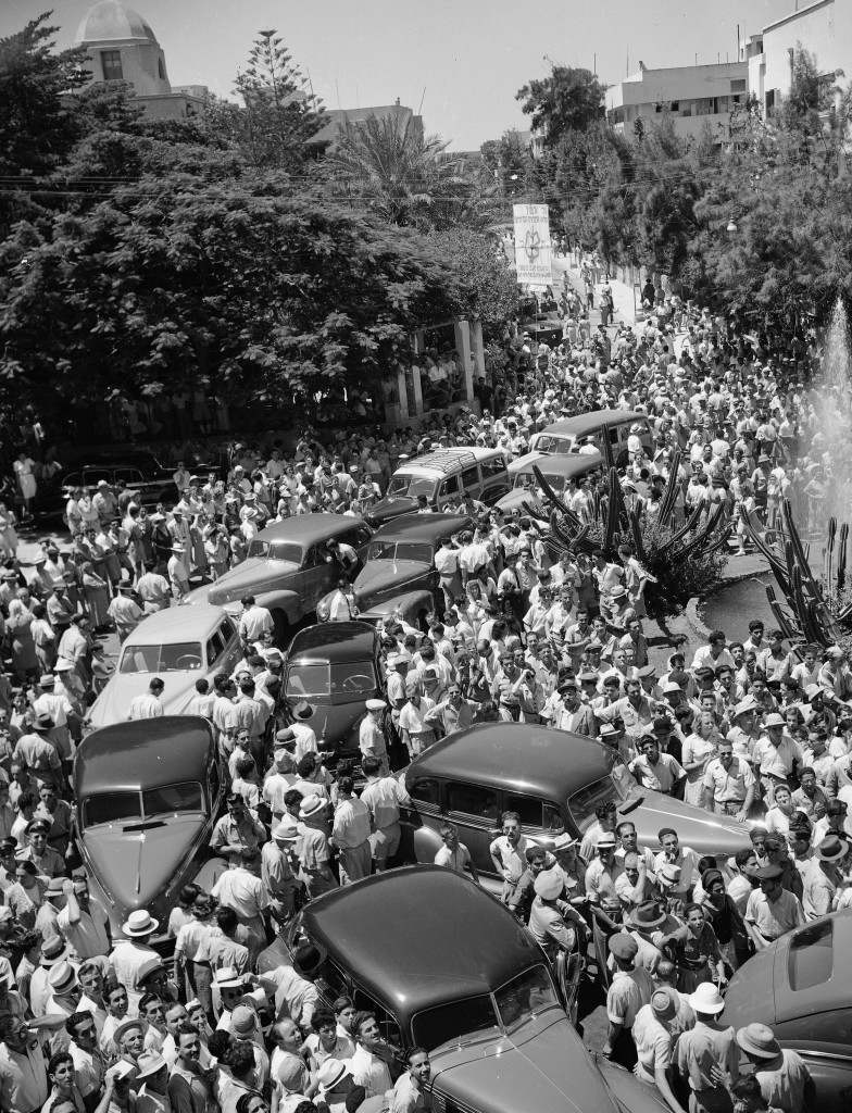 Residents of Tel Aviv, Palestine's all-Jewish city, swarm around automobiles of members of the United Nations Special Commission on Palestine in front of the city's town hall, June 25, 1947, as the commission arrives for a tour of inspection. (AP Photo/Jim Pringle) Ref #: PA.5737153 Date: 25/06/1947